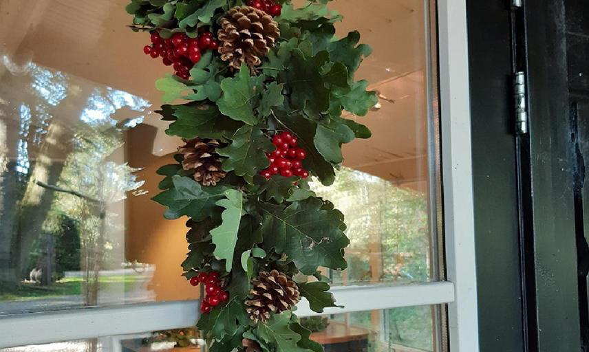 Festive doorhanger