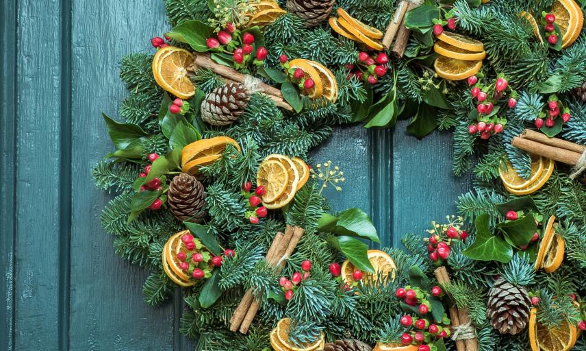 christmas wreath jez timms 46810 unsplash